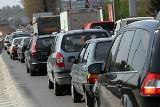 """Kraków: cały Mały Płaszów wciąż stoi na czerwonym. Kierowcy czekają na """"zieloną falę"""""""