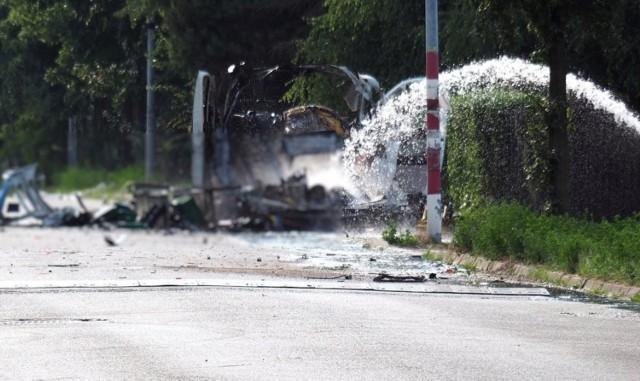 Częstochowa. Eksplozja furgonetki z gazem. Policja czeka na schłodzenie zbiorników, by móc zebrać ślady