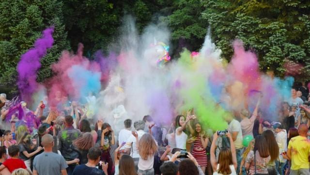 13 lipca nad zalewem w Kraśniku odbędzie się Holi Festiwal. Mieszkańców czeka wyjątkowa, kolorowa zabawa - Święto Kolorów 2019.  Holi Festiwal w Kraśniku