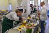 Ogólnopolski Konkurs Kulinarny Literacka Kuchnia. Drużyny z 13 szkół rywalizowały w w ZSGH w Gdańsku. Zdjęcia i wyniki