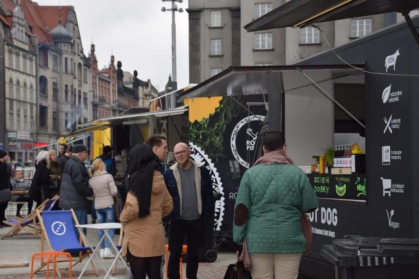 Zlot food trucków na rynku w Katowicach