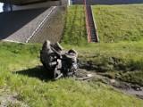 Borek. Wypadek na autostradzie A4 koło Bochni. Zmiażdżony samochód osobowy wylądował w rowie [ZDJĘCIA]