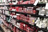 Świąteczny falstart w Krakowie. W sklepach już są ozdoby i dekoracje bożonarodzeniowe