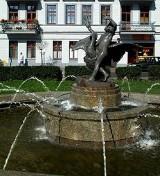 Słynna rzeźba Kalidego jest konserwowana przez fachową firmę