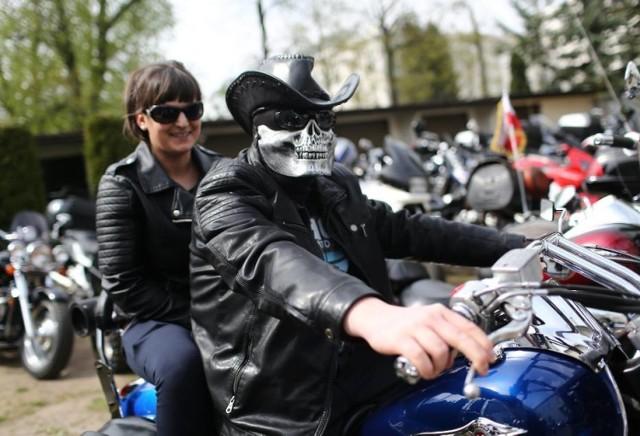 Ok. 200 piotrkowskich motocyklistów przejedzie przez miasto rozpoczynając sezon motocyklowy. Rozpoczęcie sezonu w Piotrkowie organizuje klub motocyklowy Quo Vadis. Impreza odbędzie się w sobotę, 14 kwietnia. O g.15 zostanie odprawiona msza w Klasztorze o.o. Bernardynów, Następnie zaplanowano paradę ulicami miasta. Po niej motocykliści wrócą na dziedziniec klasztoru. Rozpoczęcie sezonu motocyklowego tego samego dnia nastąpi gm. Gorzkowice. G.15.30 msza przy OSP Plucice, a po niej parada