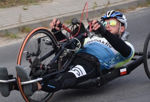 Mistrzostwa Polski w Śremie. Pasjonująca walka para-kolarzy podczas zawodów w Śremie - relacja z pierwszego dnia zawodów