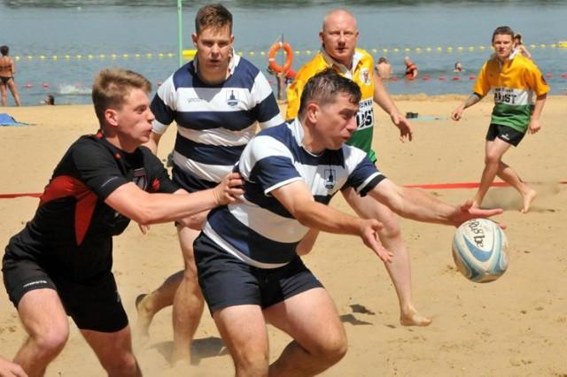 Rugby na plaży w Wolsztynie