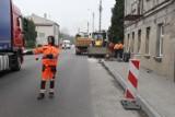Na ul. Kościuszki w Brzezinach nie będzie już kolein - droga została wyremontowana