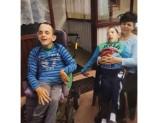 Chomranice. Teresa Hajduk samotnie wychowuje dwóch synów z porażeniem mózgowym. Potrzebuje wsparcia w budowie domu