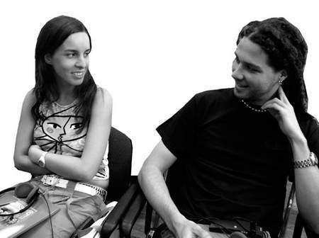Włoch Luca Cattaneo przyjechał do Cieszyna z dziewczyną, Hiszpanką Martą  Rodriguez-Diaz. Oboje znają tylko kilka polskich słów. Fot; Wojciech Trzcionka