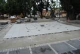 Fontanna na Rynku we Włoszczowie prawie gotowa, plac niemal całkowicie utwardzony. Sprawdź stan prac [ZDJĘCIA]