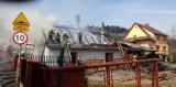 Pożar w Rajczy: Ogień strawił dom, potrzebna jest pomoc, a strażacy odpierają zarzuty [ZDJĘCIA]