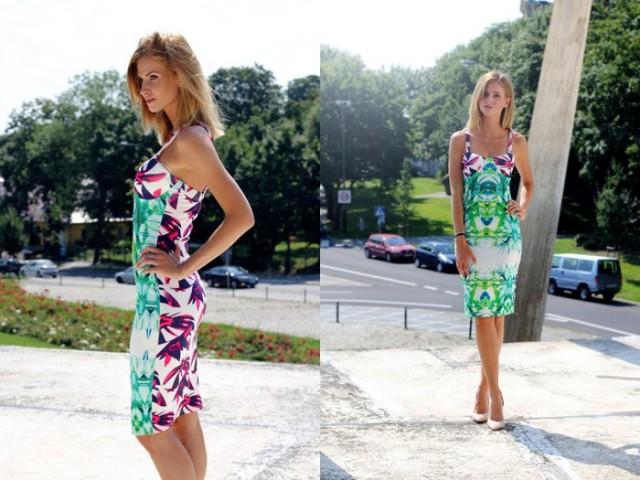 Sukienka w egzotyczne kolory i wzory
