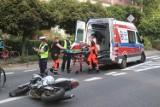 Wrocław. Straszny wypadek na Sępolnie. Po zderzeniu motocyklista jest nieprzytomny [ZDJĘCIA]