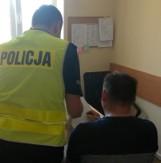 Pruszcz Gdański. Płacił znalezioną kartą płatniczą. 60-latka zatrzymał policjant. To nie jedyny zatrzymany