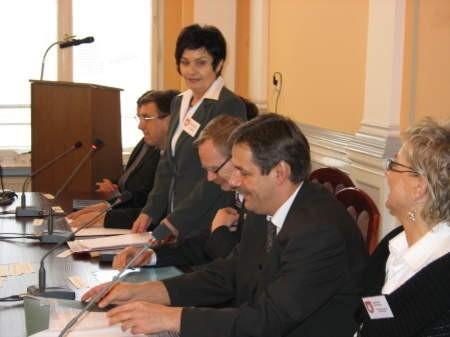 Ten obraz, autorstwa Jana Bernarda Jakubowskiego, burmistrz Szybajło sprezentuje chojniczanom podczas majowej sesji rad obu miast w Chojnicach. FOT. WOJCIECH PIEPIORKA