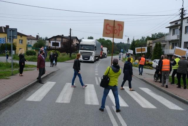 Mieszkańcy Sławkowa blokowali ostatnio drogi dojazdowe do terminali przeładunkowych. Nowy łącznik z DK94 to po prostu konieczność   Zobacz kolejne zdjęcia/plansze. Przesuwaj zdjęcia w prawo - naciśnij strzałkę lub przycisk NASTĘPNE