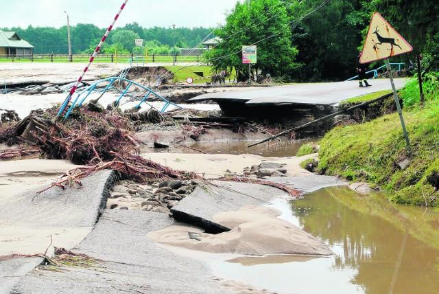 Narożniki, Powiśle. Tu powódź szczególnie dała się we znaki. Do odbudowy są kilometry dróg