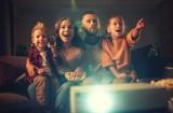Oglądaj filmy online z bliskimi. Amazon Prime Video – świąteczny prezent dla klientów Play