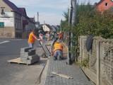 Mieszkańcy gminy Skąpe zyskują nowe chodniki. Trwa inwestycja w Ołoboku