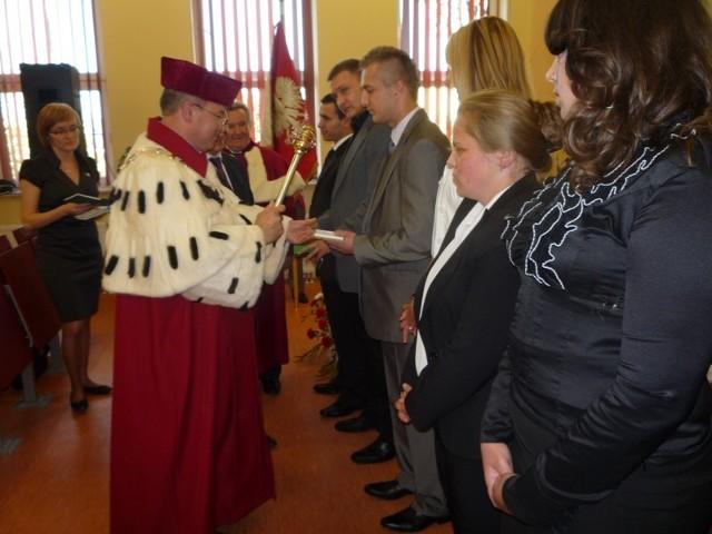 Po raz dziewiąty w murach Wyższej Szkole Stosunków Międzynarodowych i Komunikacji Społecznej w Chełmie w niedzielę, 30 września, rozległ się Gaudeamus Igitur .