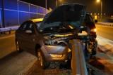 Wypadek na S5 w Kujawsko-Pomorskiem. Na węźle Szubin-Północ osobowy ford wbił się w barierki ochronne [zdjęcia]