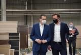 Premier Morawiecki z wizytą w fabryce firmy Meble Wójcik [zdjęcia]