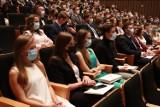 Młodzi lekarze otrzymali w Łodzi prawo do wykonywania zawodu lekarza. Gala w filharmonii ZDJĘCIA