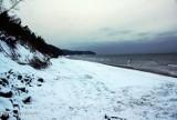 Foto powiat pucki 2018: Zima w Chłapowie nie odpuszcza. Biały puch na bałtyckiej plaży | ZDJĘCIA