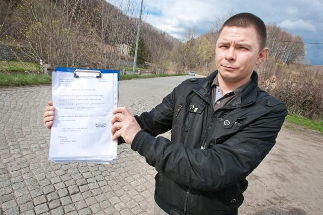 Tomasz Sobczyk, sołtys Jugowic od lat walczył o remont ul. Głównej, która jest fragmentem drogi powiatowej