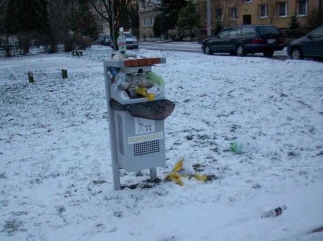 Miłe miejsce w centrum miasta, a śmieci się walają.