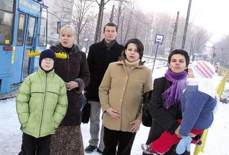 Jolanta Górnicka–Kowal z synem Przemkiem, Zbigniew Milo, Teresa Grajcar i Katarzyna Nowak z córką Małgosią chcieliby żeby w ich bloku w końcu panowała cisza.