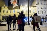 """Strajk Kobiet w Bydgoszczy. Protest pod siedzibą PiS: """"Bierzcie garnki, zrobimy hałas!"""" [zdjęcia]"""