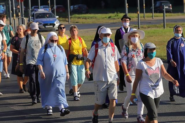 W zeszłym roku z Łodzi na Jasną Górę poszło 450 osób, podzielonych na grupy po 150 osób. W tym roku pątników może być dużo więcej, jeśli tylko będą zaszczepieni