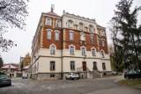 Mimo pandemii i nauki zdalnej w Liceum Pijarów w Krakowie trwają próbne matury. A inne szkoły?
