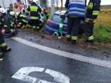 Wypadek na DK78 w Sączowie. Zderzyły się dwa samochody. Trasa była zablokowana