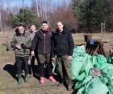 Mieszkańcy Rotmanki, Pruszcza i okolic posprzątali las. Wywieźli 6 przyczepek worków śmieci  ZDJĘCIA