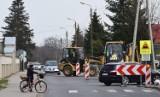 Ulica POW w Wieluniu staje się bardziej komfortowa dla ruchu pieszego i kołowego ZDJĘCIA