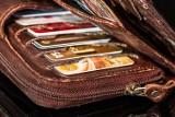 Chorzów: mężczyzna znalazł cudzy portfel i zamiast go oddać, to jedną z kart zapłacił za swoje zakupy. Teraz odpowie przed sądem