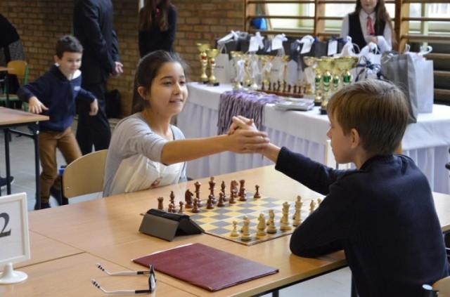 Zagrają w szachy na Barbórkę. Zmierzą się zarówno seniorzy, jak i młodsi szachiści