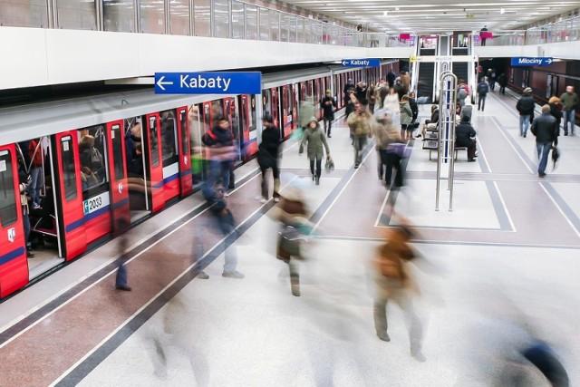 To był rekordowy dzień dla warszawskiego metra. Mieszkańcy uciekli pod ziemię przed korkami