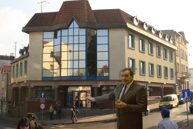 Burmistrz Miastka Roman Ramion mówi, że od miesięcy zabiegał o utworzenie w miasteckim ZUS-ie centrum telefonicznego
