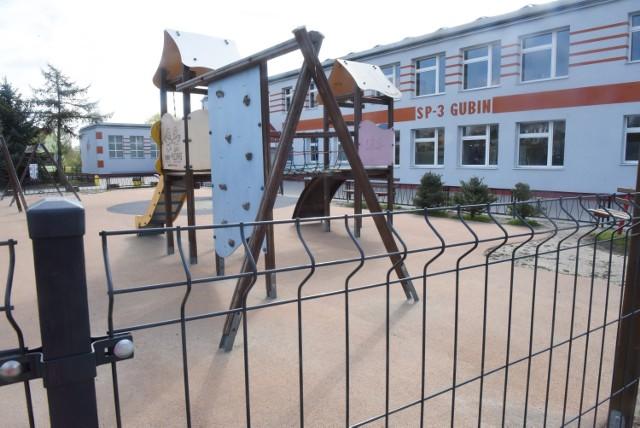 Wykryto pozytywny wynik na obecność koronawirusa u jednego z nauczycieli Szkoły Podstawowej nr 3 w Gubinie.