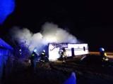 Pożar domu w powiecie lipnowski. Sześć zastępów straży pożarnej na miejscu [zdjęcia]