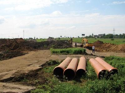 Budowa ulicy Gdańskiej właśnie się rozpoczęła. Drogowcy przystąpili do wytyczania śladu drogi