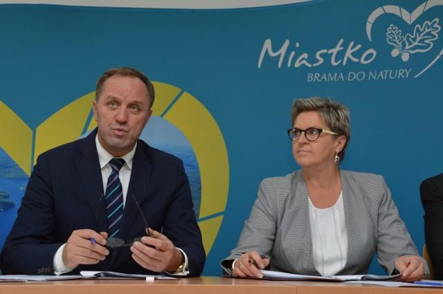 Na zdjęciu burmistrz Miastka Danuta Karaśkiewicz z marszałkiem Mieczysławem Strukiem