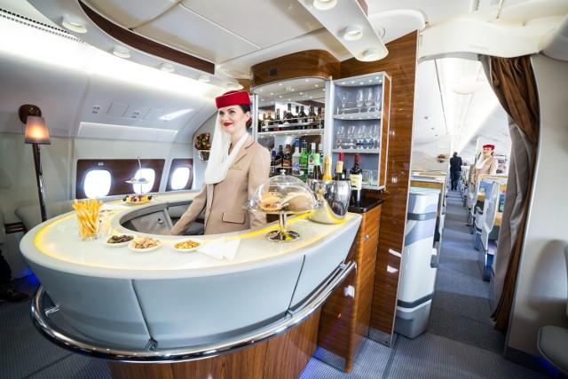Linie lotnicze Emirates od lat są w ścisłej czołówce najlepszych linii na świecie. Teraz zaś szukają personelu pokładowego (cabin crew) w Polsce. Rekrutacja zaplanowana jest także w Katowicach. Wymagania i terminy - poniżej. Jak czytamy w ogłoszeniu, szukają osób z Polski, które chciałyby dołączyć do międzynarodowej załogi pokładowej.  Dubajski przewoźnik zaprasza na spotkania rekrutacyjne, które odbędą się pod koniec marca 2019 w czterech miastach w Polsce.   Czytaj więcej, kliknij w kolejne zdjęcie >>>