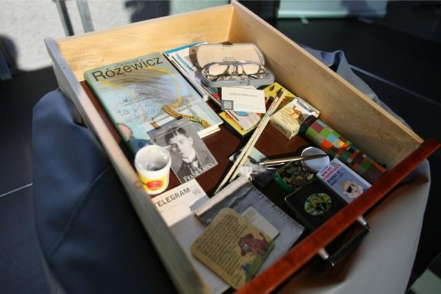 Tadeusz Różewicz trzymał w szufladzie przeróżne rzeczy. Trafiły do Ośrodka Pamięć i Przyszłość