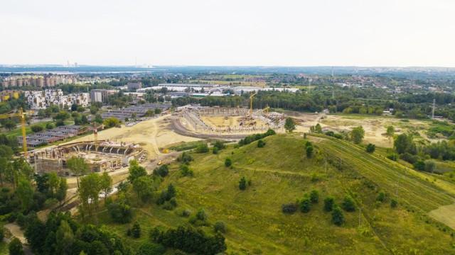 Zagłębiowski Park Sportowy składa się ze stadionu piłkarskiego, hali sportowej i stadionu zimowego. To właśnie wybranie wykonawcy lodowiska trwało najdłużej.