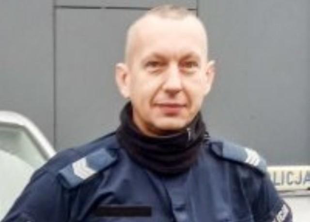 Sierż. szt. Marek Worgan złapał na gorącym uczynku złodziei, którzy kradli okna z byłego ośrodka wypoczynkowego.